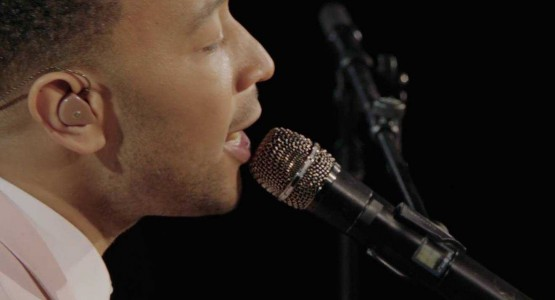 "John Legend canta ao vivo em clipe de ""Under The Stars"""