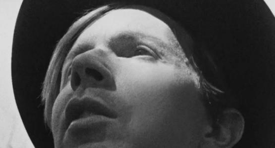 """Beck em preto e branco no clipe de """"Heart Is a Drum"""""""