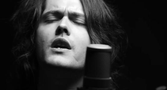 Filipe Catto lança música nova no Projeto Studio62