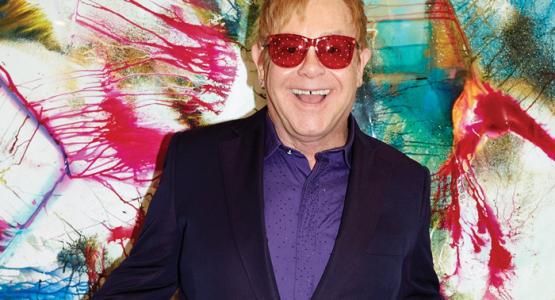 Elton John relembra carreira em novo clipe