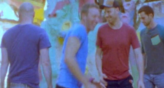 "Coldplay está psicodélico no clipe da faixa ""Birds"""