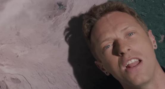 Novo clipe do Coldplay mistura fantasia e viagem no tempo; veja Up&Up